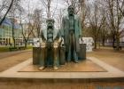 Statue von Karl Marx und Friedrich Engles
