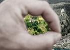 Blick durch die Finger auf die Edelrautehütte (1725m)