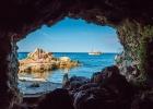 Blick aus einer Höhle in Rovinj