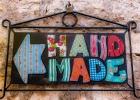 dieses Schild führt zu tollen handgefertigten Taschen in Rovinj