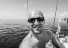 Selfie am Boot B&W