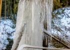 Eisgebilde unter der Wasserrinne