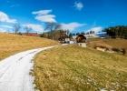 Bauernhof am Weg (Blick zurück)