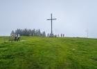 trotz grauer Nebelsuppe sind viele Leute am Pfingstmontag heroben