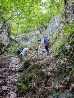 kurzes richtig steiles Stück zur Höhle